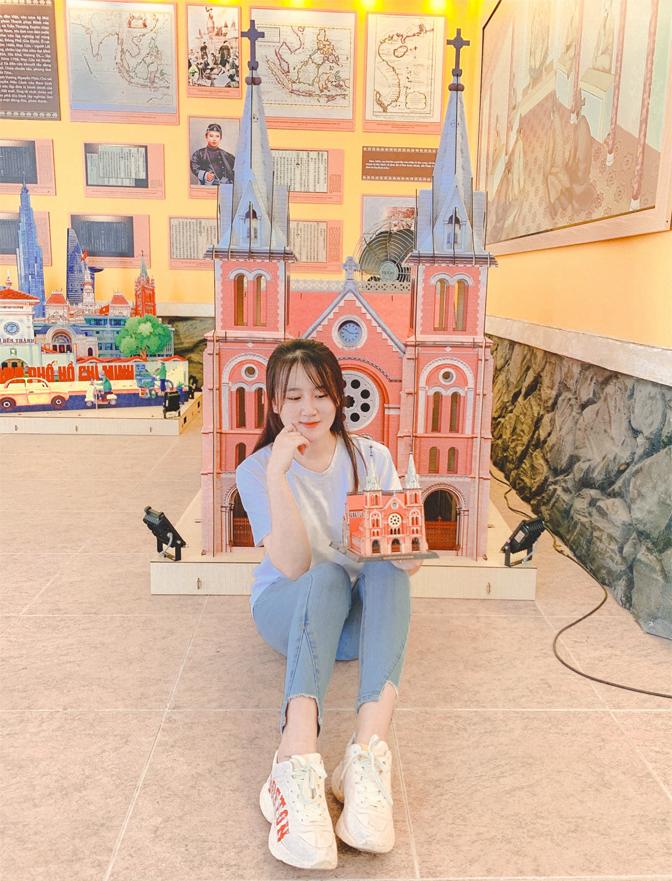 Mô hình Nhà thờ Đức Bà khổng lồ cực đẹp tại Sài Gòn