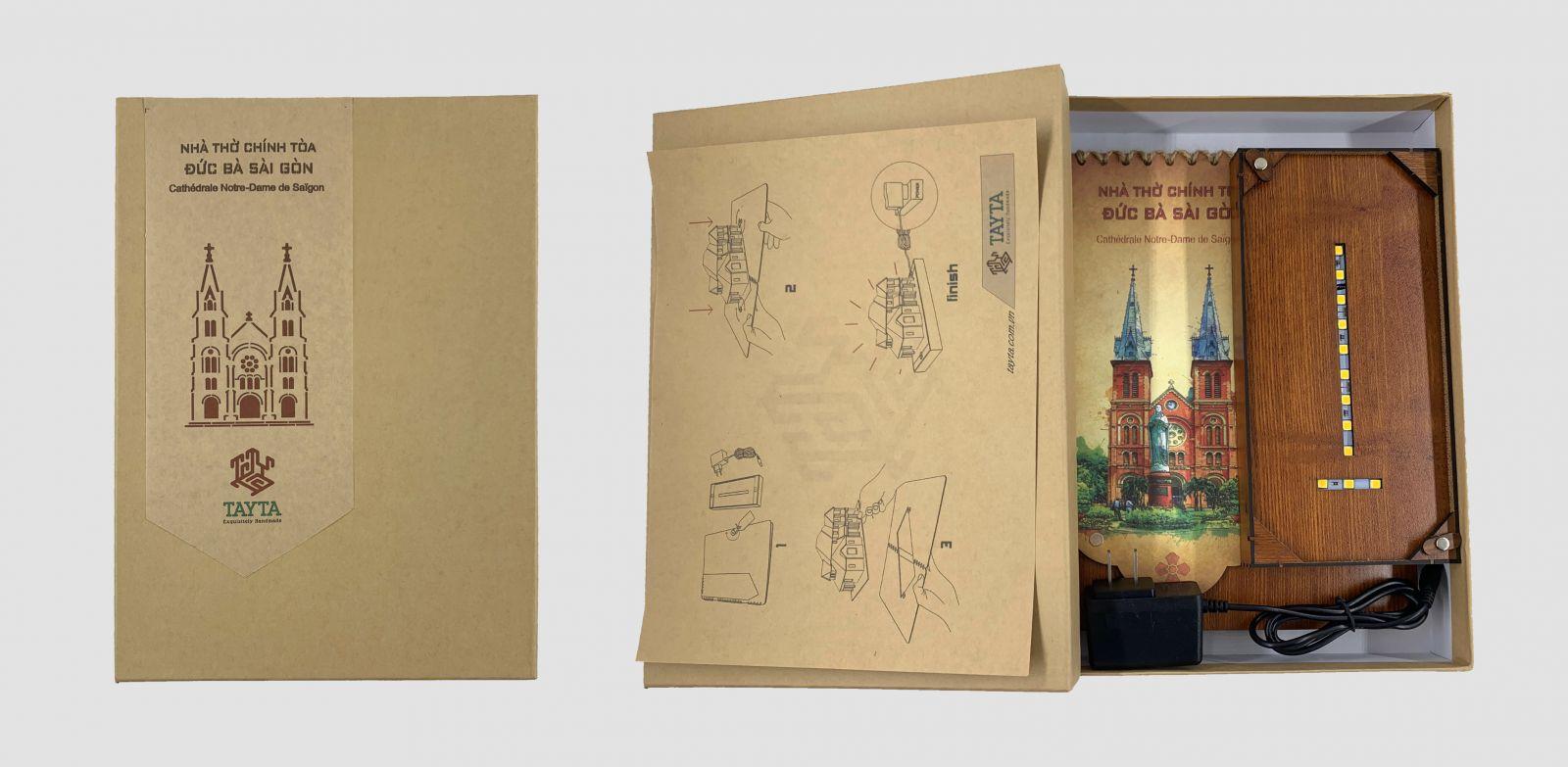 Thiệp 3D Nhà thờ Đức Bà Sài Gòn được đựng trong hộp chỉn chu, là món quà tặng Handmade tinh tế, sang trọng