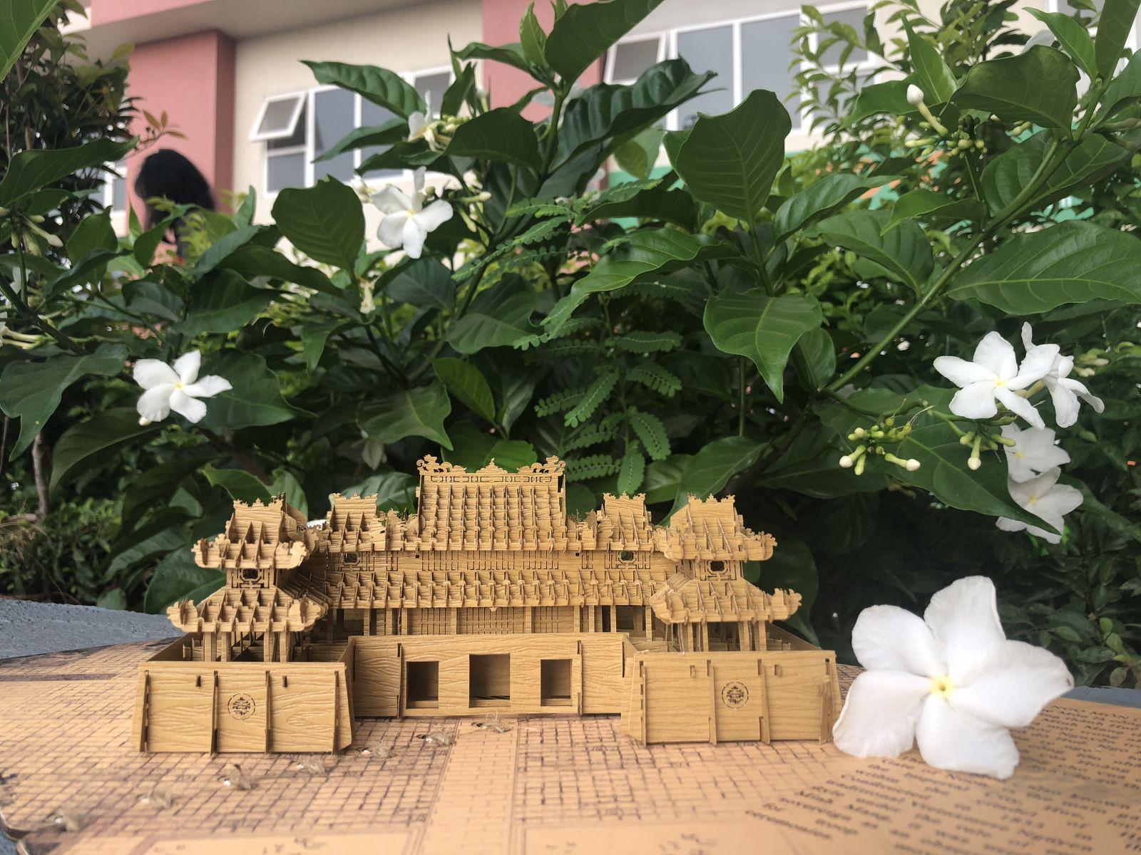 Thiệp 3D Tayta Ngọ Môn với nhiều chi tiết tỉ mỉ